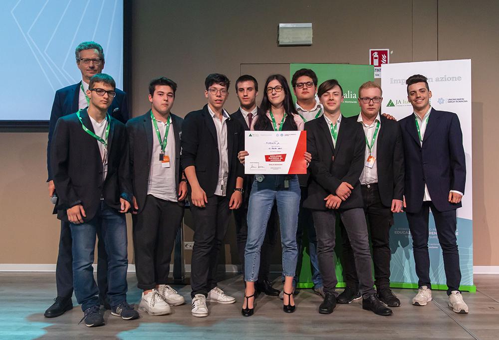 La III C dell'IIS Corni premiata come miglior mini-impresa della competizione provinciale del 10 maggio a Modena
