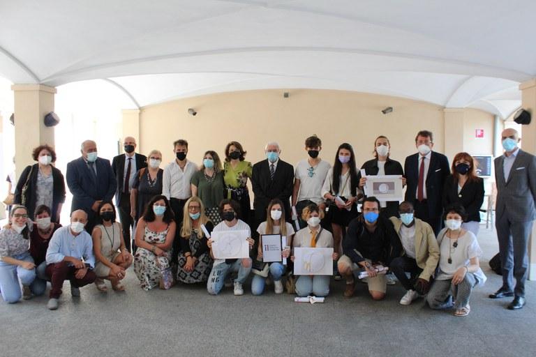 foto di gruppo dopo la premiazione.jpg